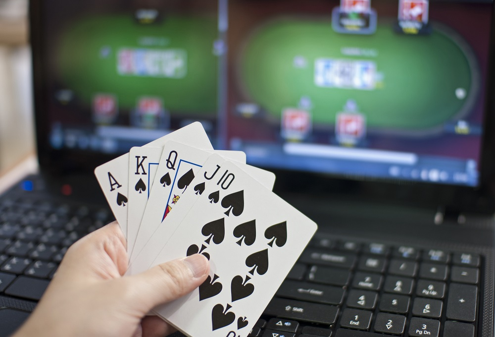 Online Poker Gambling – 4 Major Advantages of Playing at a Popular Site!